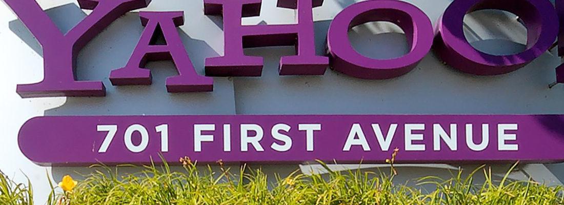 Yahoo sprzedaje część internetową